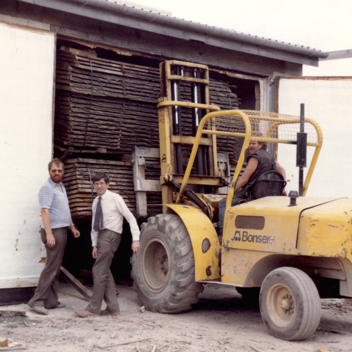 Cocking Sawmills history - emptying the kilns in the 80's Peter Hall and George Marchand busy bees