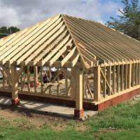 the-green-oak-building-company-timber-frame-erection-in-progress